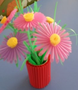 """""""Ваза с цветами из пластиковых трубочек"""""""