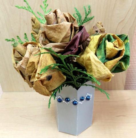 """Букет из кленовых листьев """" Ваза с розами"""""""