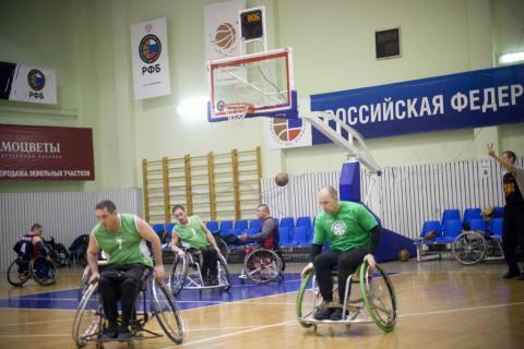 баскетбол . играют инвалиды