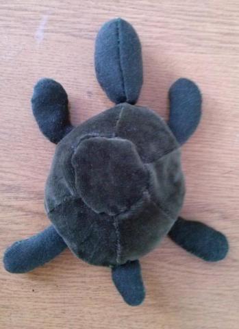Игрушка черепашка выполнена из бросового материала, наполнена синтепоном