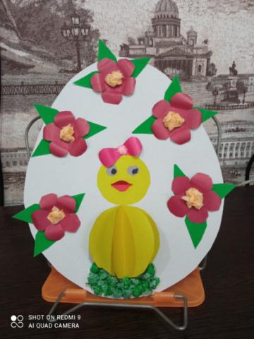 Великая Пасха — в небесных просторах, В речушке неспешной, в листве молодой, Пасхальные яйца в ярких узорах, Пекут куличи… День сегодня такой!