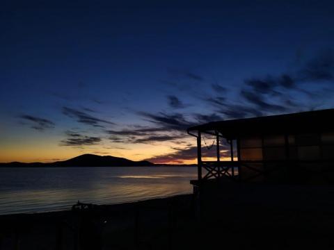 Уходящий в бесконечность закат. Пляж Тинкан.