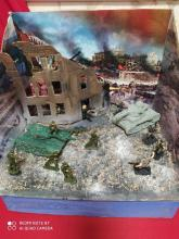 На макете изображён разрушенный Сталинград, сражение советских войск с фашистскими захватчиками.